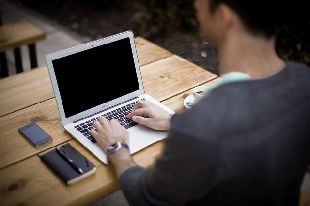 Blog firmowy – 3 główne korzyści z prowadzenia